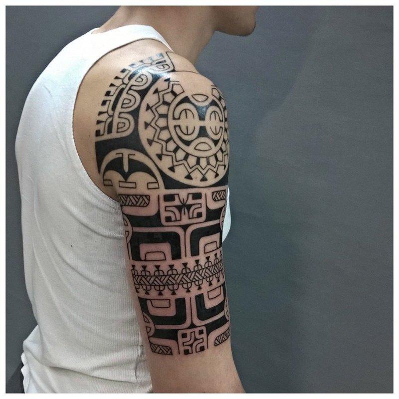 Этническая татуировка