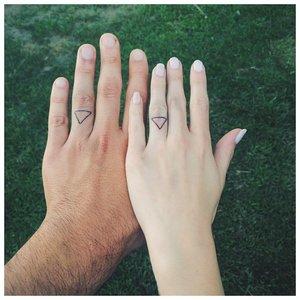 Геометрическое тату для пары