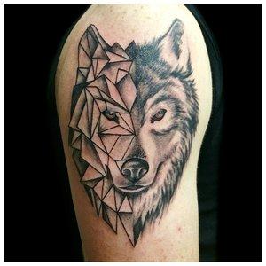 Геометрическое тату волка