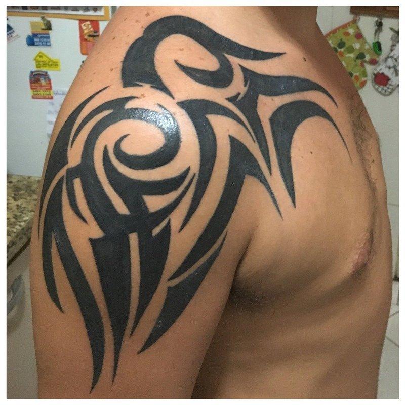 Классическая трайбл-татуировка