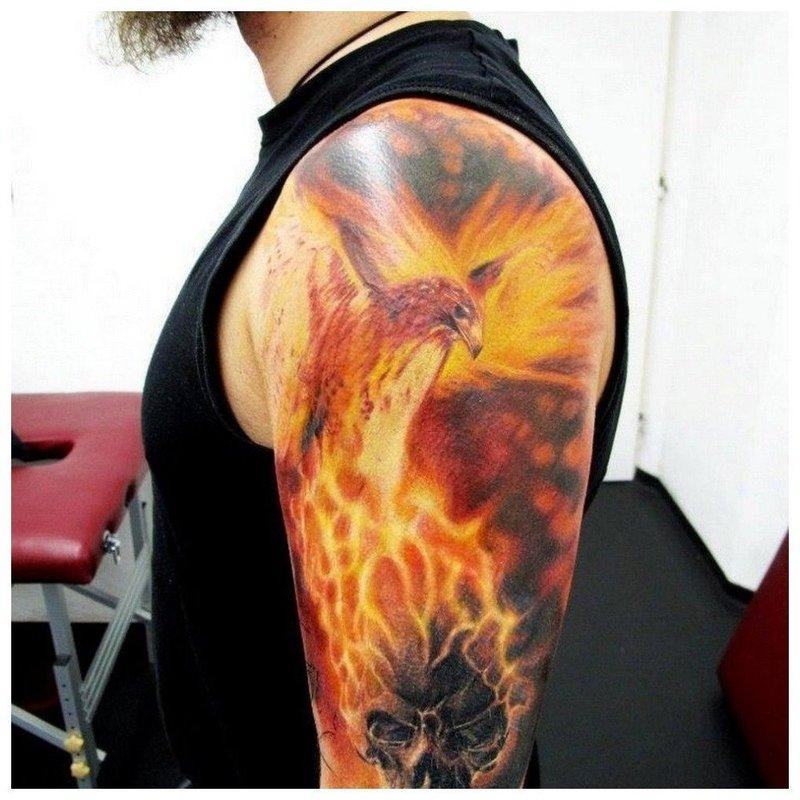 Тату феникс на плече