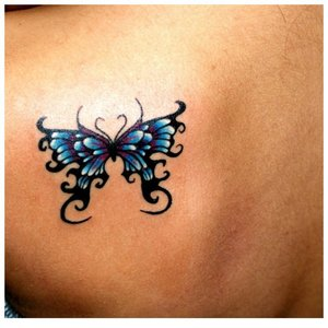 Бабочка на плече тату
