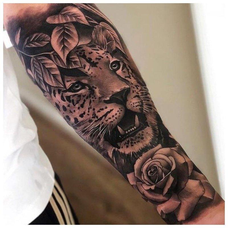 Лев - мужское тату