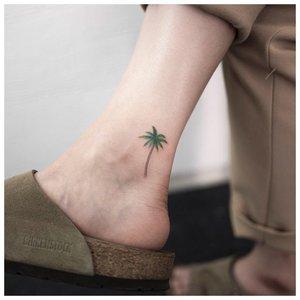 Пальма на щиколотке