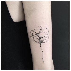 Лайнворк цветка на руке
