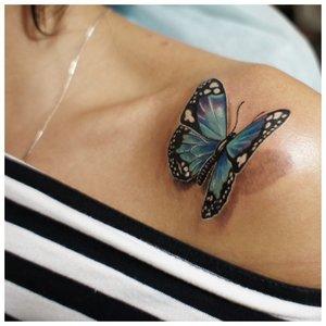 Бабочка в 3D формате на ключице