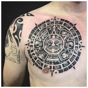 """Тату в стиле """"майя"""" на груди"""