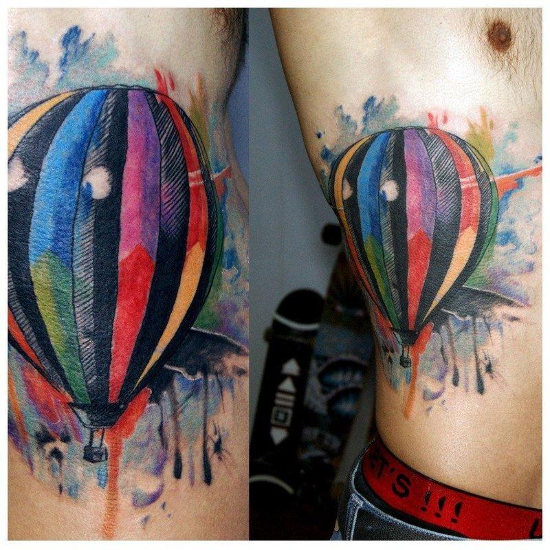 Акварельная тату в виде воздушного шара