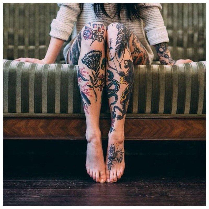 Много разных тату на всю ногу