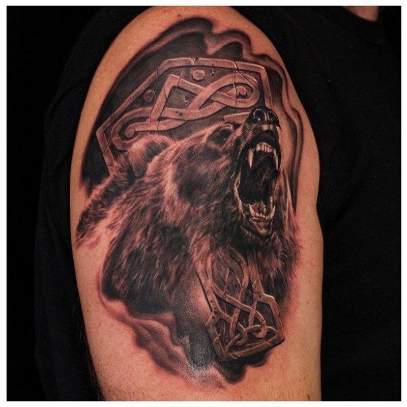 Славянская тату с медведем