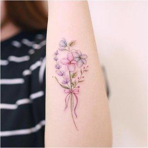 Тату цветов на руке