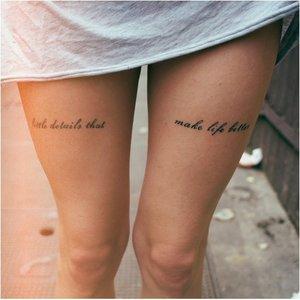 Татуировки с текстом на ногах