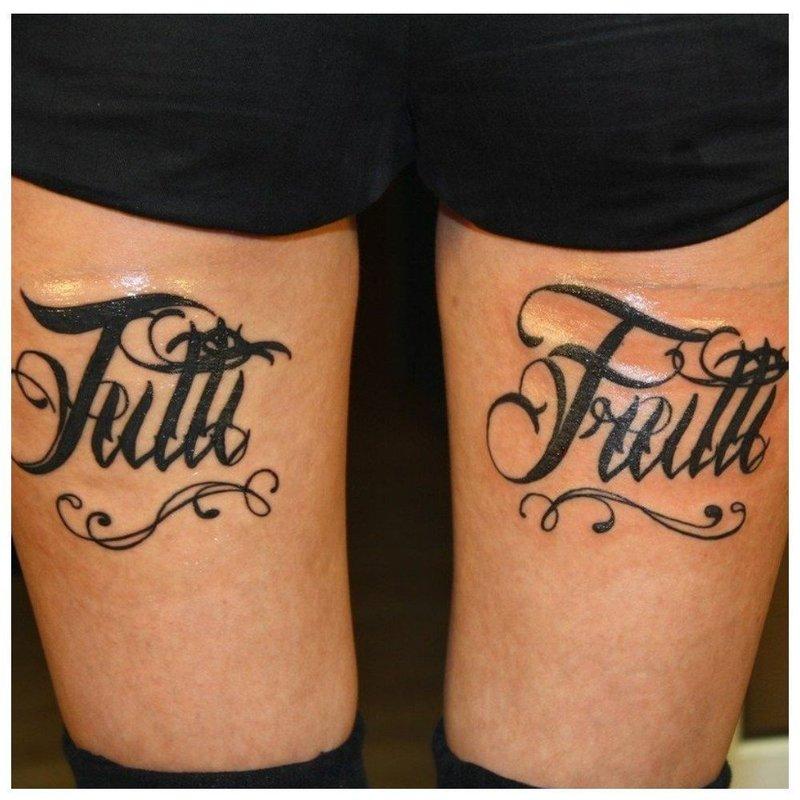Готический шрифт с вензелями для тату