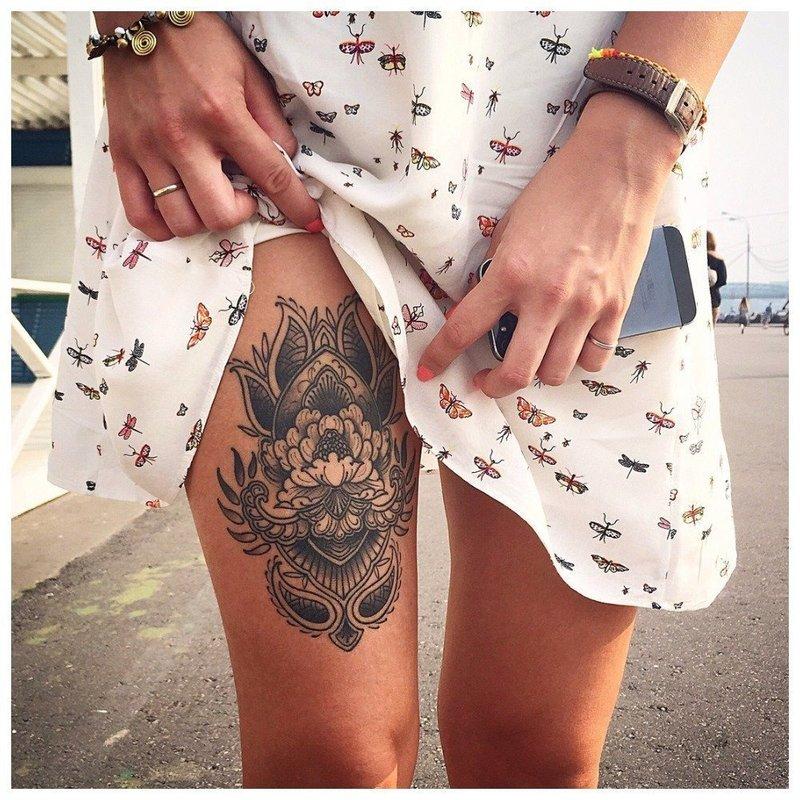 Объемное тату на ноге