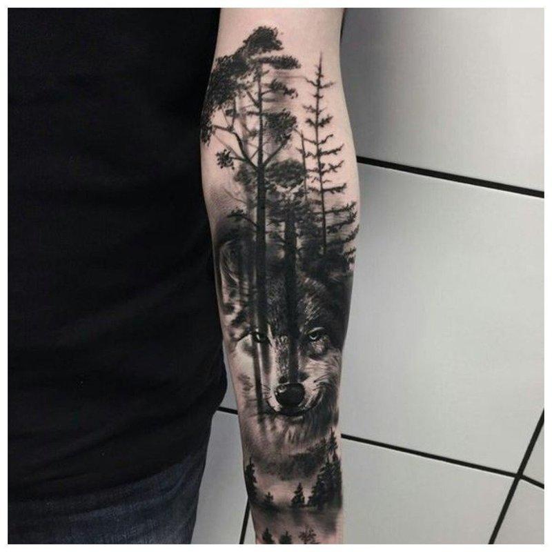 Волк и лесной пейзаж - тату мужчине