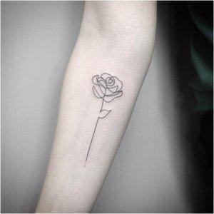Роза в технике минимализм