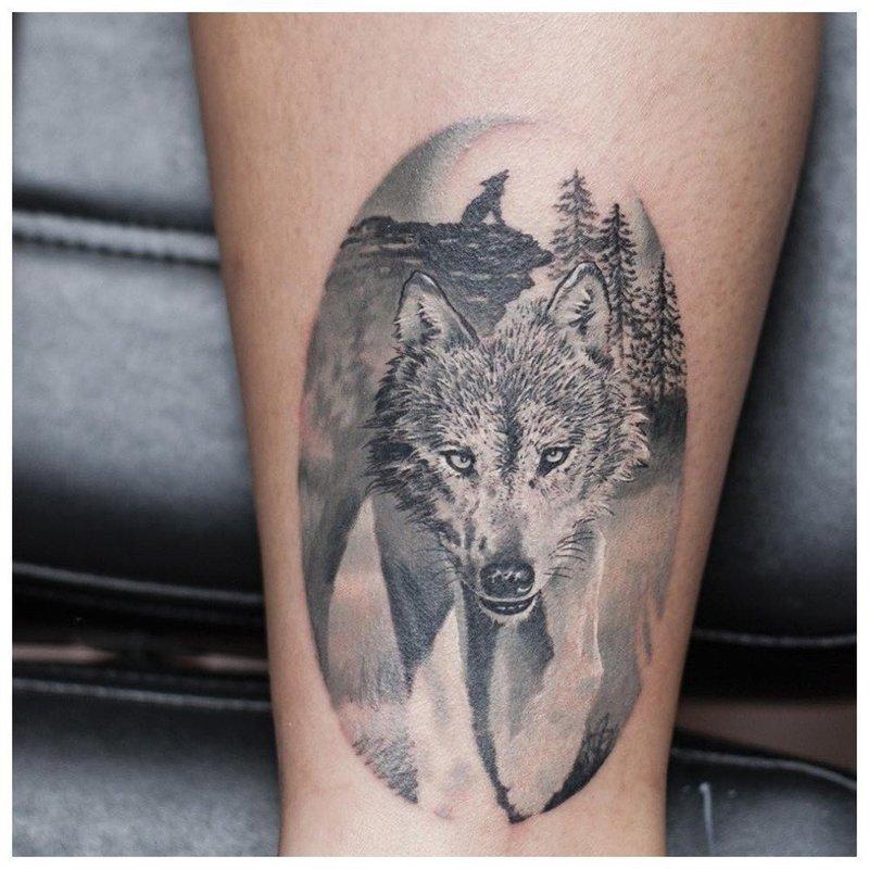 Тату волка на икре у мужчины