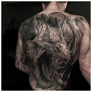 Мрачное тату у мужчины на спине