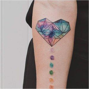 Татуировка сердца в акварели