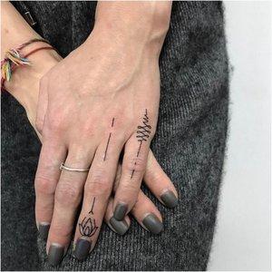 Татуировки на ладони и пальцах