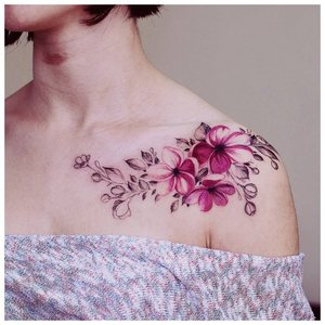 Цветное тату на ключице и плече
