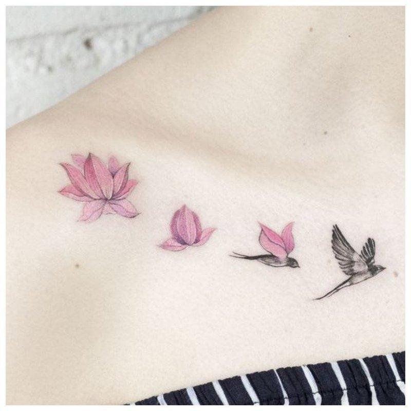Цветок и птицы - нежное тату