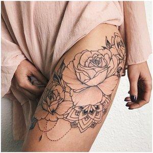 Контурные розы на бедре