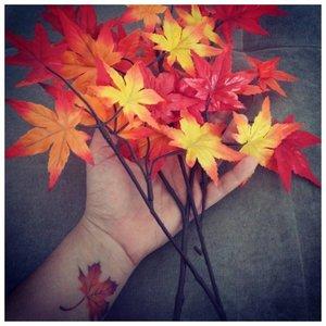 Осенний листок - красивое тату