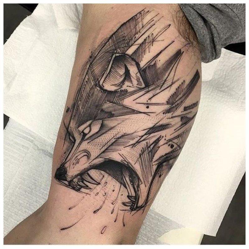 Волчья пасть - тату у мужчины на теле