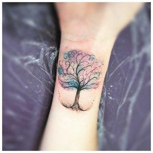 Оригинальное дерево - тату на запястье