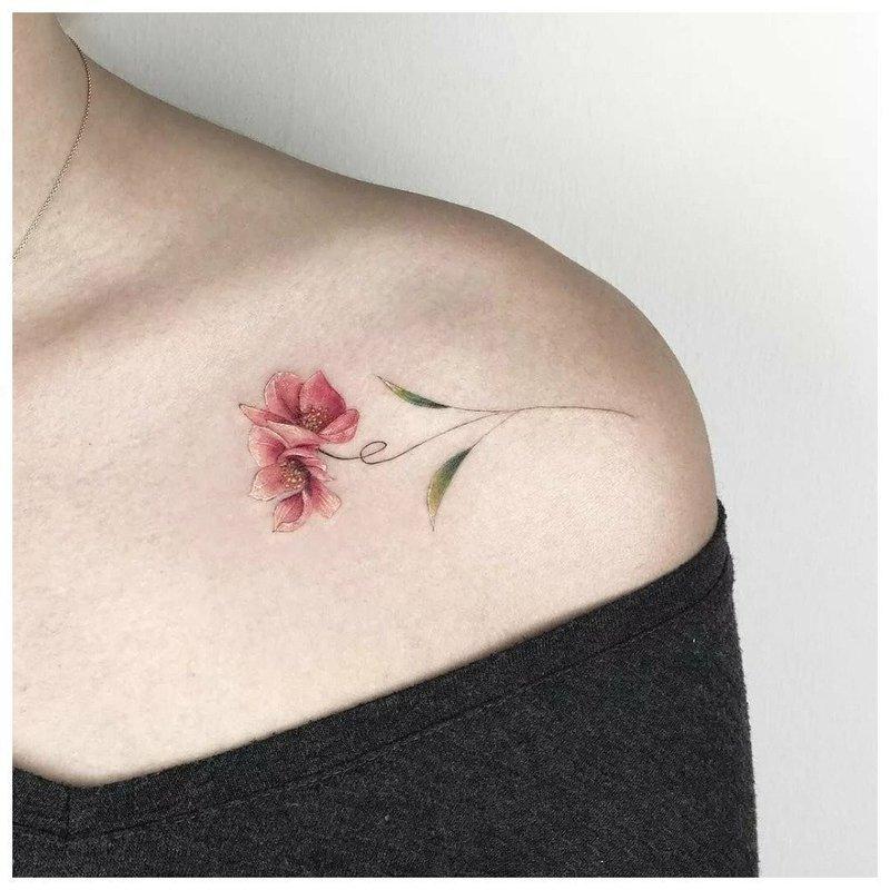 Цветочная тематика для тату на ключице
