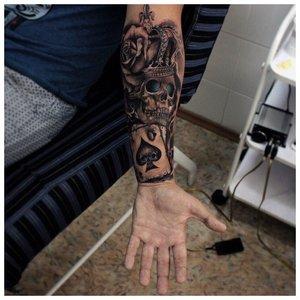 Оригинальное тату мужчине на руку