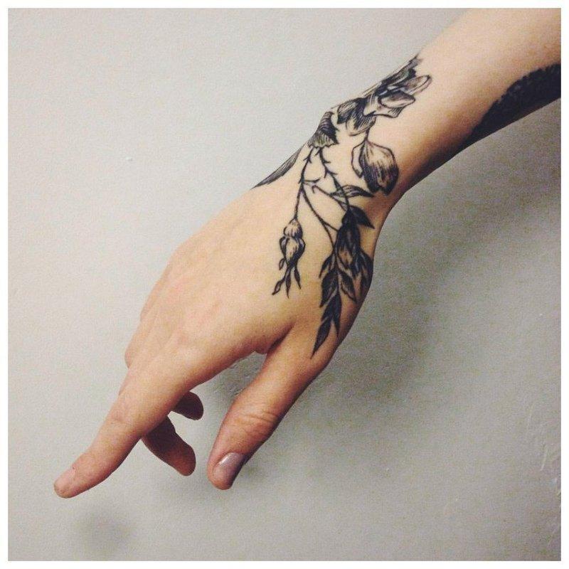Цветы на руку - тату