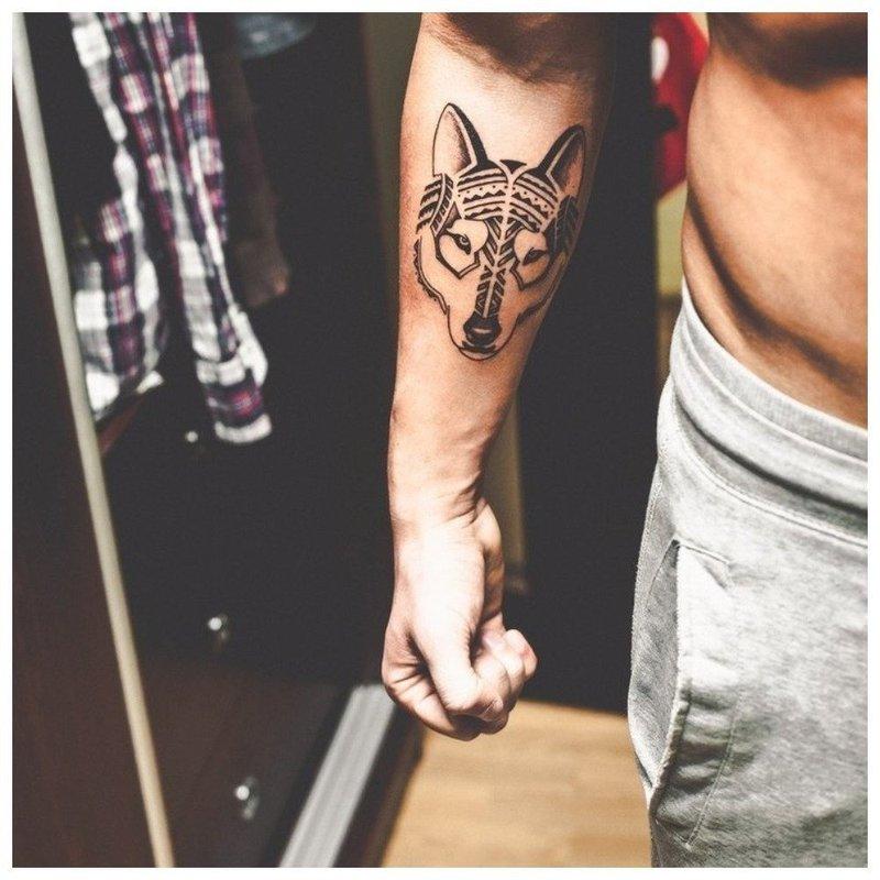 Анималистическое тату на руку