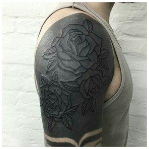 Роза в стиле блэкворк