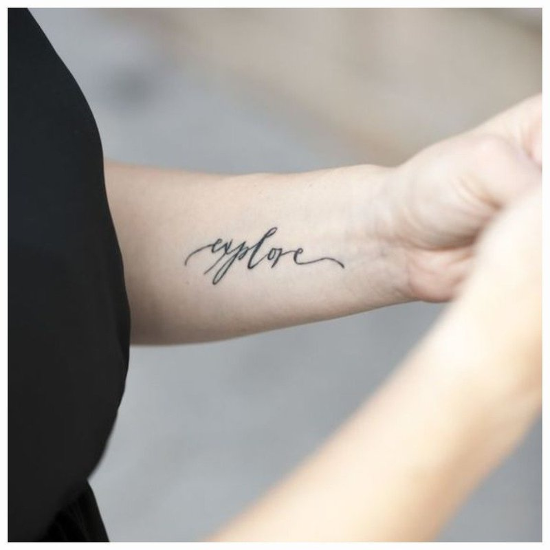 Нежное тату на руке
