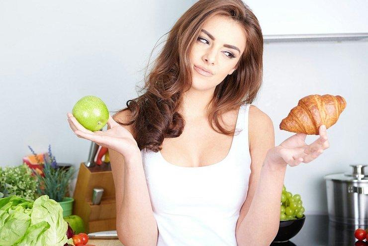 Выбор между правильной и вредной пищей