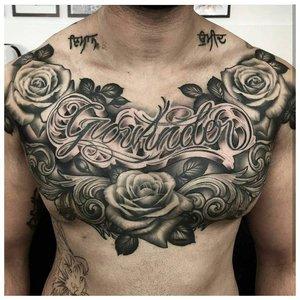 Цветочная тематика тату на грудь мужчине