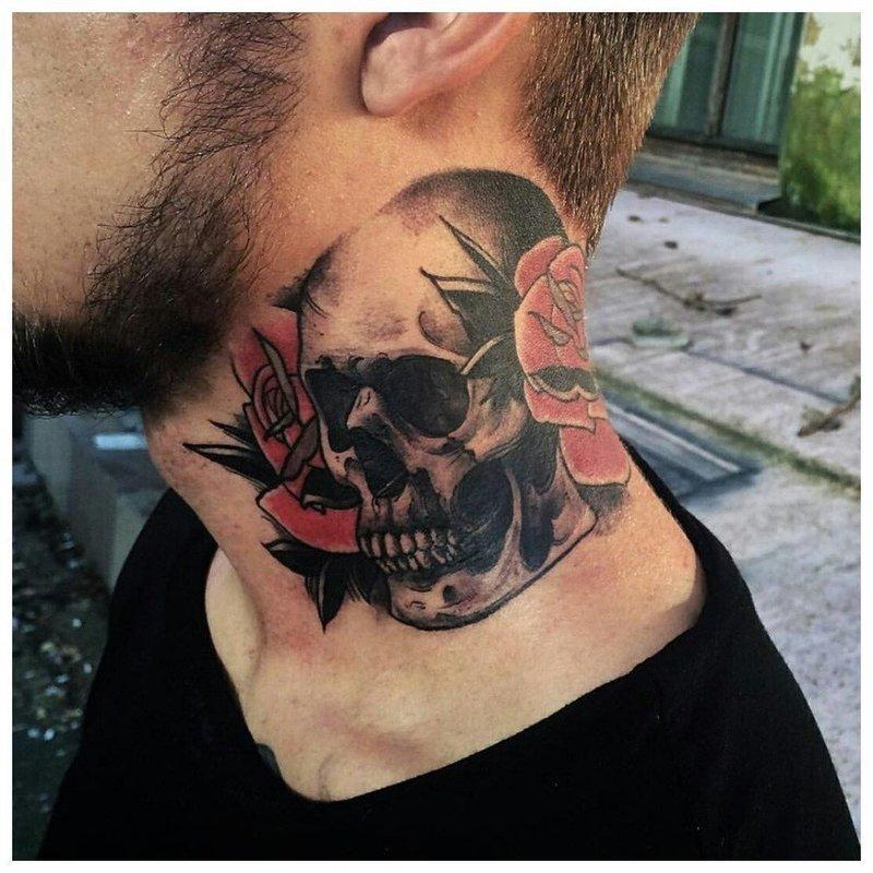 Олдскул - тату череп на шее у мужчины