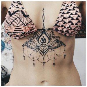 Татуировка мандалы с цветком