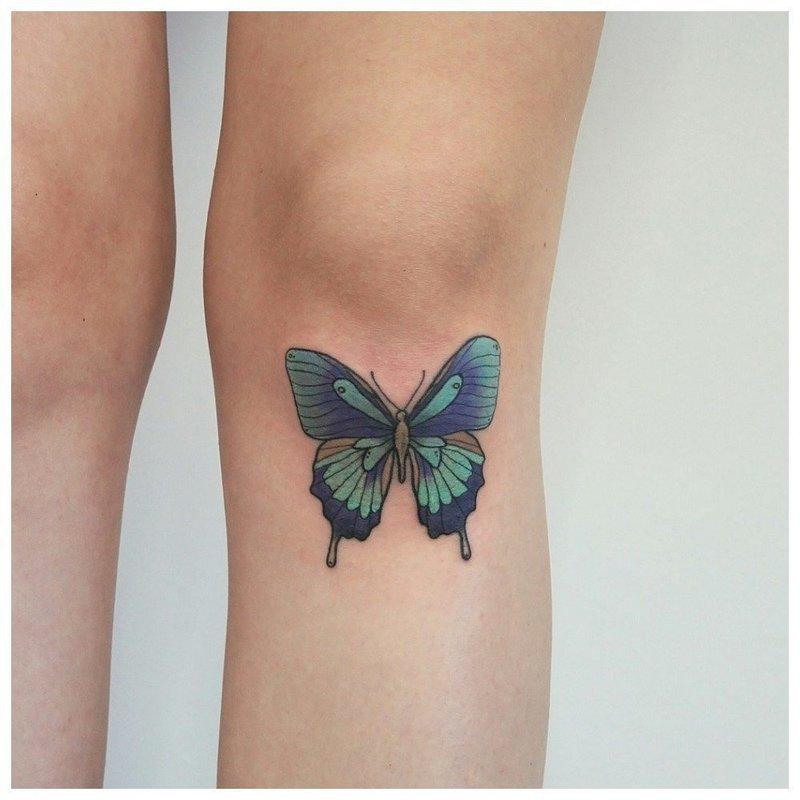 Тату бабочки под коленкой