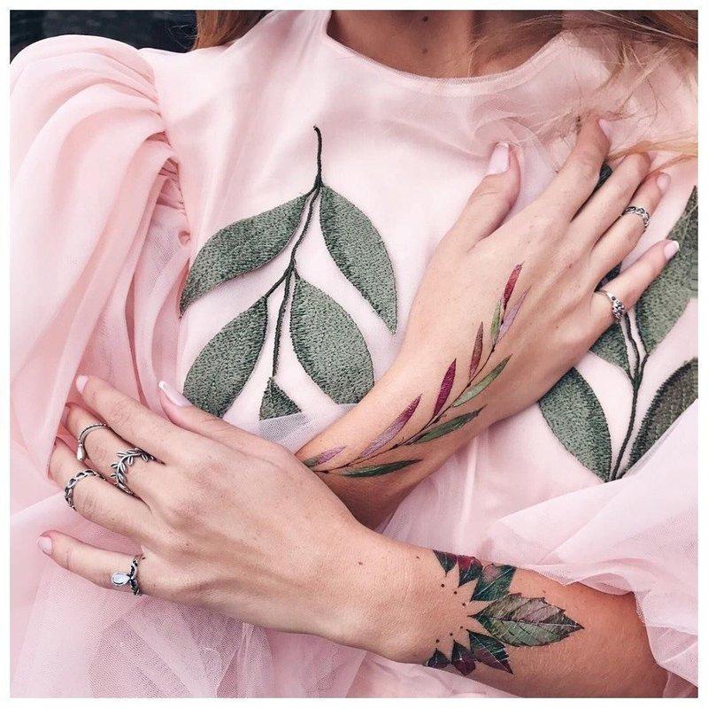 Татуировки с растительным узором на руках