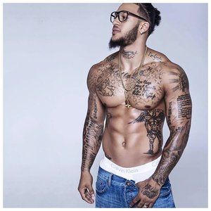 Татуировки на теле мужчин знаменитостей