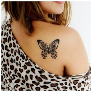 Тату бабочка на плече