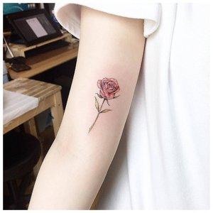 Тату розы на внутренней стороне локтя