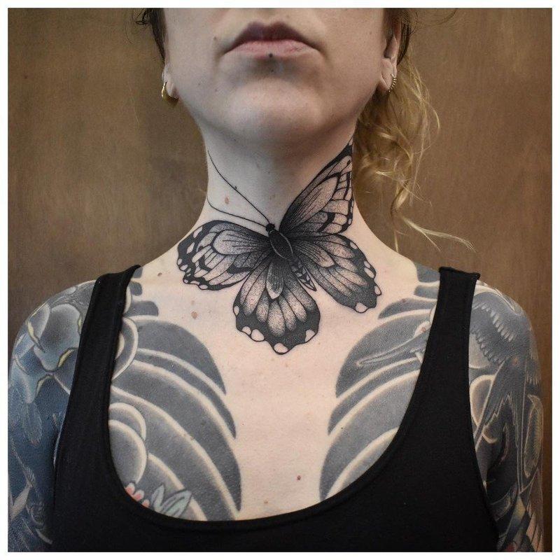 Крупная бабочка - тату на шее у девушки