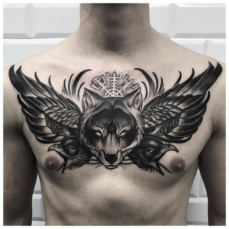 Анималистическая тематика тату на грудь мужчине