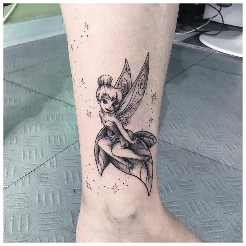 Нежная фея - тату на лодыжке