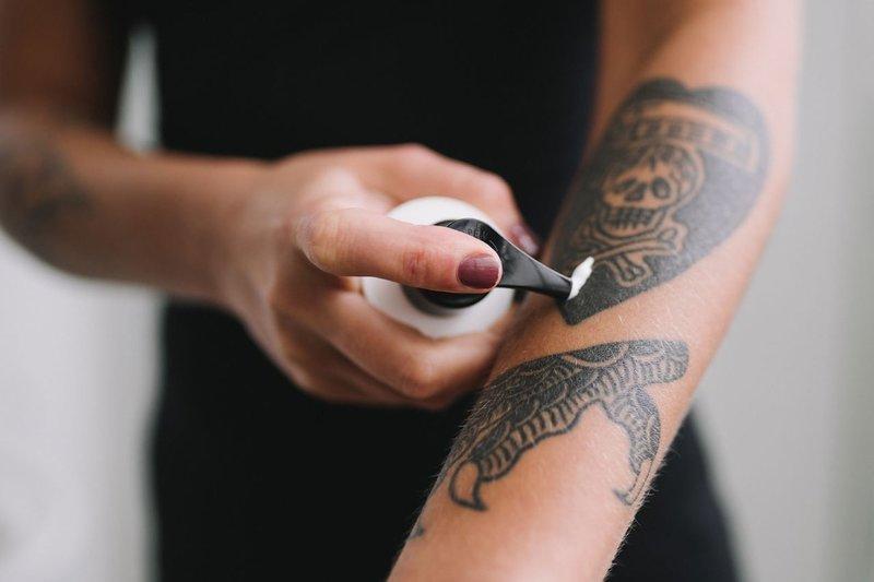 Уход за временными татуировками