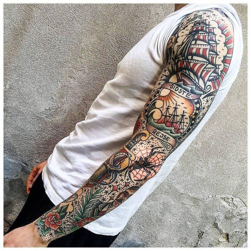 Тату-рукав с цветными элементами